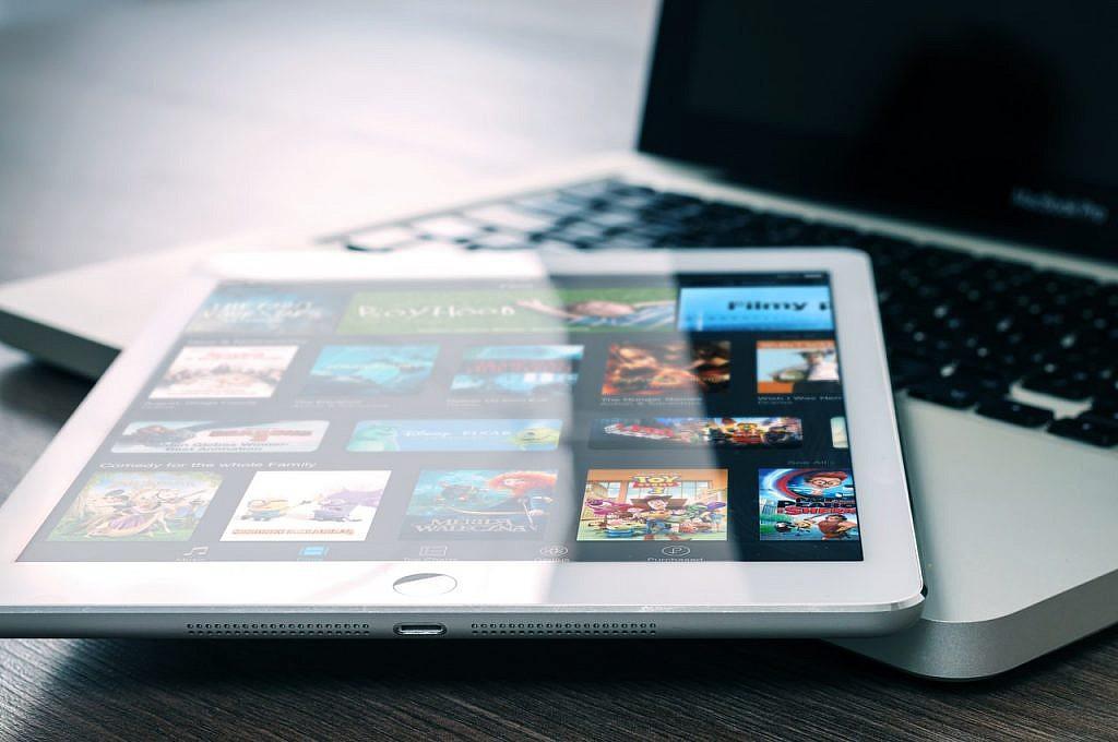 Apple TV+ a Netflix - Czym się różnią? 3 kluczowe różnice! - GameBy.pl